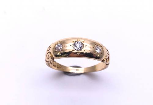 An Old 18ct Diamond 3 Stone Ring