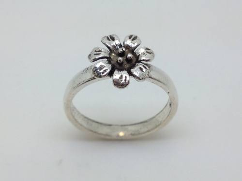 Silver Flower Ring Size O