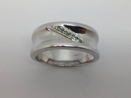 9ct White Gold Green Stone Set Ring