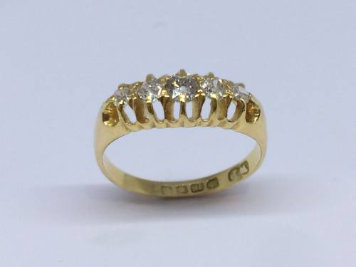 An Old London 1912 18ct Diamond 5 Stone ring