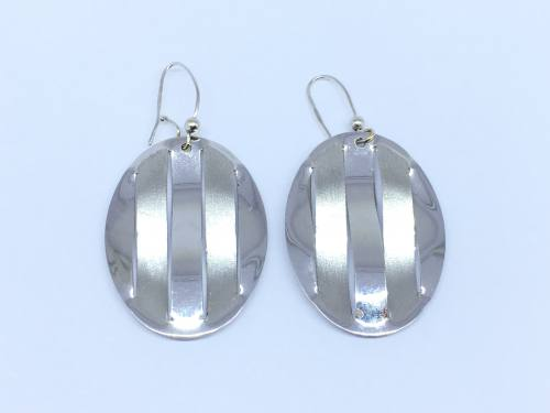 18ct White Gold Drop Earrings