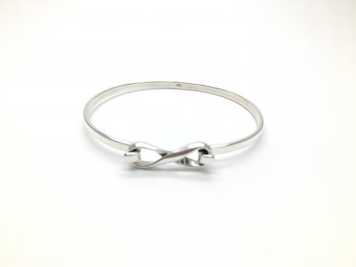 Silver Figure of Eight Clasp Bangle